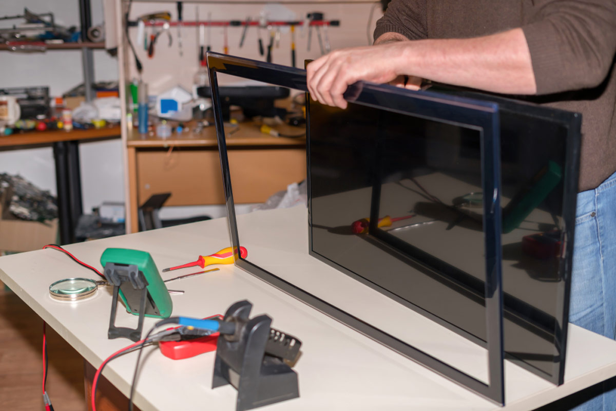LCD LED TV Repairing What Sahould You Do If Your Television Screen Is Cracked